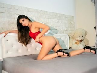 selineschiffer bisexual cam girl loves close up live show on XXX cam