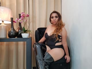 belindaziaga brunette cam girl with big tits gets her pussy fucked from behind