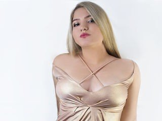 annecruse latina cam girl knows that good sex is healing everything