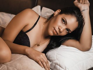 oliviamurphy spanish cam babe strips her body naked on camera