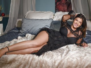zahraamari european cam babe shows striptease to excite you online