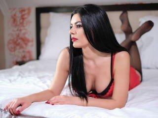 raissadiva cam girl takes of fher lingerie and shows her body online