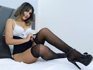 scarlettkosh latina cam girl knows that good sex is healing everything