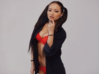 lailadream bisexual cam girl loves close up live show on XXX cam