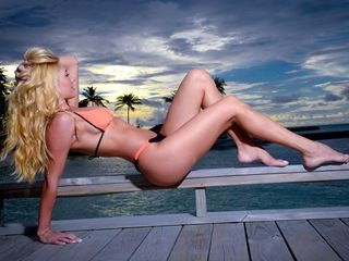 sandradream bisexual cam girl loves close up live show on XXX cam