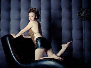 tastycumm european cam babe shows striptease to excite you online