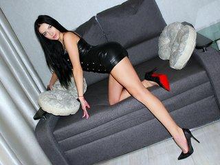 veronicaray european cam babe shows striptease to excite you online