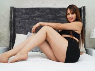 stephjhonson spanish cam babe strips her body naked on camera