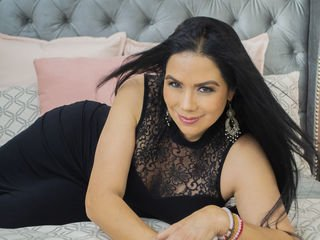 marianavelezz only role-playing can bring her to orgasm online
