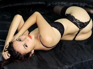lenameier cam girl takes of fher lingerie and shows her body online