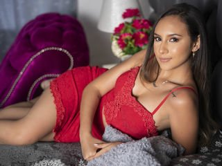 samanthamyler latina cam babe brings live sex to him online
