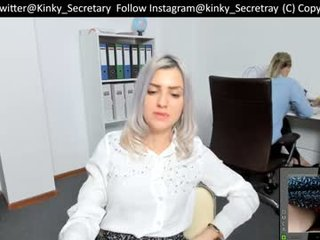 office_nv kinky cam slut goes for deeper pussy insertions online