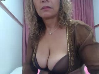 yesi_hot hungry cam girl sharing one dick in the chatroom