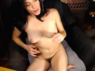 raven_feathers cam mature with hairy pussy enjoys hot live sex on camera
