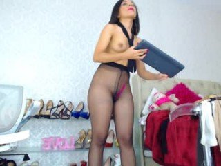 kendrarios cam babe takes ohmibod online and gets her pussy penetrated