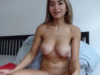 stracciastella horny cam girl enjoys dirty anal live sex in exchange for a good mark