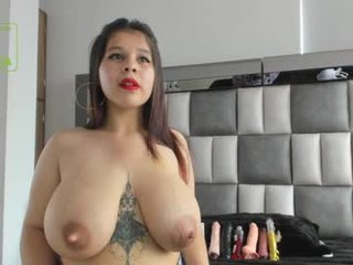 silviarichie_jade nude pregnant cam girl loves rubs her pussy on camera