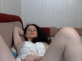 linaisabella russian cam girl playing with her juicy pussy while nobody is around to help her out with that