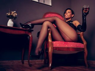 devinadesmond smoking cam girl waiting for role-playing games online