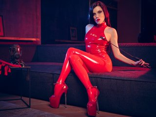 natashaotile european cam babe shows striptease to excite you online